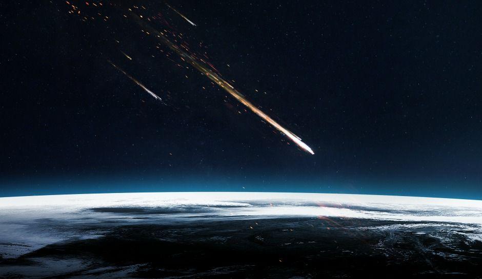 meteor-over-arctic-finland.jpg